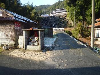0P1030595登山口の地蔵・石碑「日坂小学開学の地」.JPG