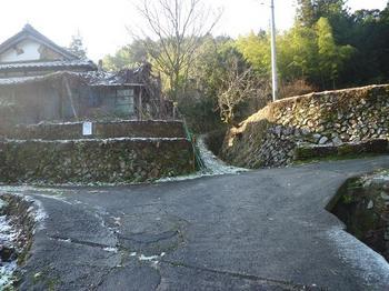 0P1030596最上部民家分岐(左へ).JPG