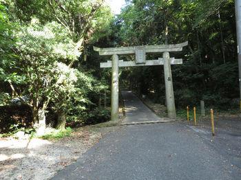 IMG_1355登山口。石鎚神社鳥居.JPG