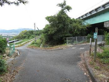 IMG_1869道標・国道2号線高架橋.JPG