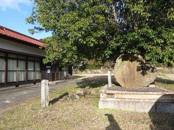 IMG_3761今小野集落センター・記念碑.JPG