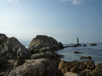 P1010318長瀬の浜・灯台.JPG