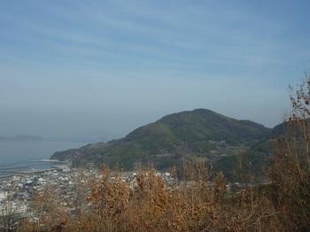 P1010439広域農道展望台から東郷山.JPG