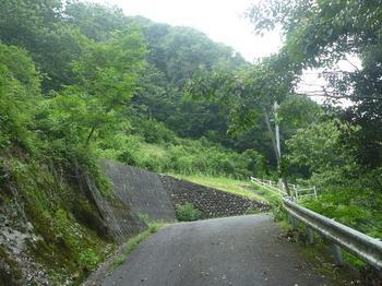P1020291舗装道終点部(登山口).JPG