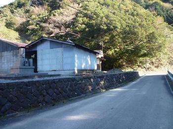 P1030225登山口の民家.JPG