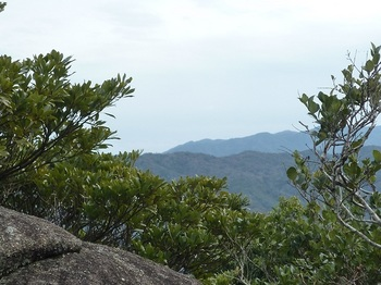 P1030887山頂から東方面の展望.JPG