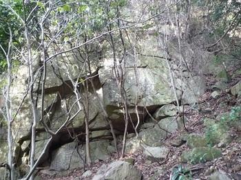 P1030897岩壁.JPG