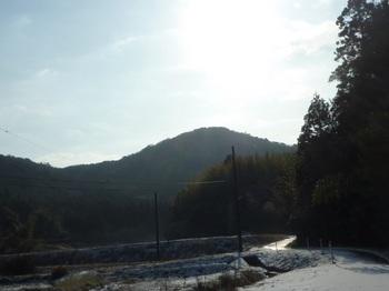 P1040009河原集落から桃ヶ浴山.JPG