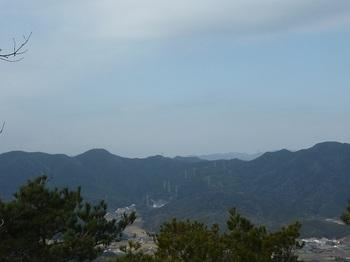 P1040026手前ピーク展望地から大内畑山・猿ヶ岳の稜線.JPG