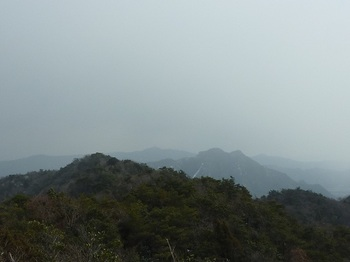 P1040045380m展望地より佐波山、右田ヶ岳.JPG