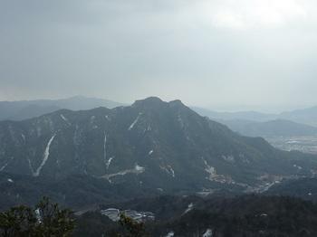 P1040051山頂からの展望、右田ヶ岳.JPG