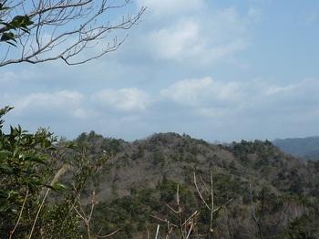 P1040194小岩下部から持越山.JPG