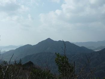 P1040218山頂から楞厳寺山.JPG
