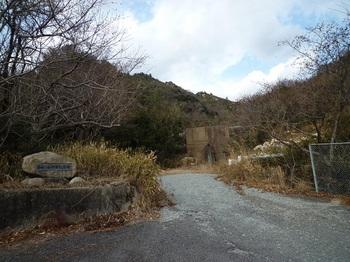P1040270自由ヶ丘団地コース登山口.JPG
