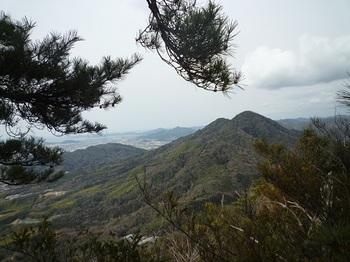 P1040378西側展望地から矢筈ヶ岳.JPG