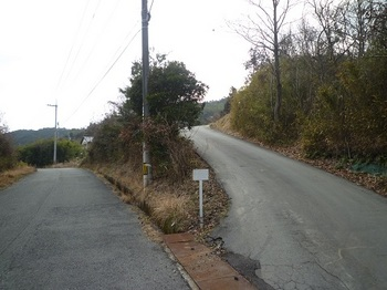 P1040531下山口・道標.JPG