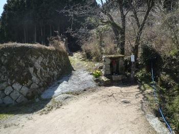 P1040993中村コース登山口・石仏.JPG