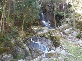 P1040996二連の滝.JPG