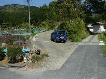 P1050320林道入口(左道・逆方向).JPG