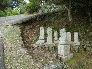 P1050620石仏・墓.JPG