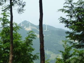 P1060028 420mピークから西側の展望(風力発電所).JPG