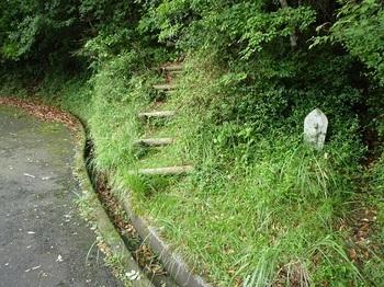 P1060106石仏・遊歩道分岐.JPG