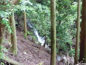 P1060164右下にナメ滝.JPG