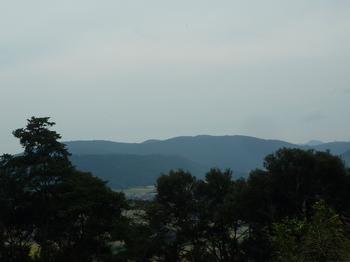 P1060565伐採地からの展望(龍護峰・十南台).JPG
