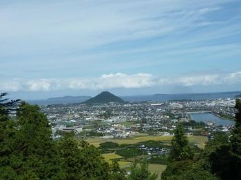 P1060603萩市街・指月山を遠望.JPG