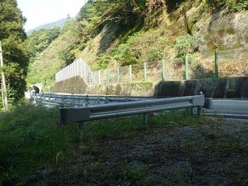 P1060855下降部・駐車地・前方にトンネル.JPG