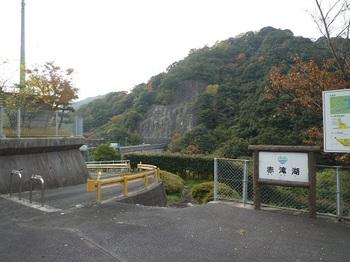 P1060965堤防への入口.JPG