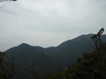 P1070007ピーク先の展望(470.6m峰、天井ヶ岳).JPG