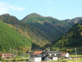 P1070242真木集落から大滝.JPG