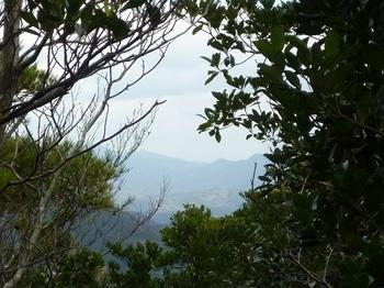 P1070285岩上の展望(西・東鳳翩山、鼓ヶ岳、江嶺山).JPG