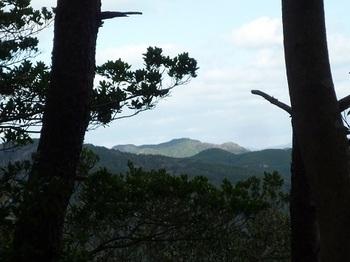 P1070298天狗岩からの展望(日ノ岳).JPG