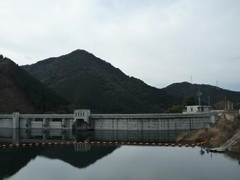 P1070621ダムと小滝.JPG
