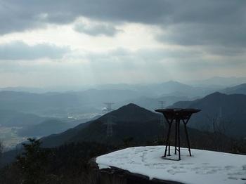 P1070723雨量測候所・縦走尾根(609mピーク・如意ヶ岳).JPG