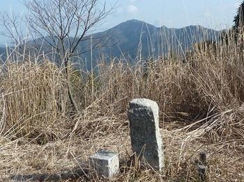 P1070780三角点・石柱・桂木山.JPG