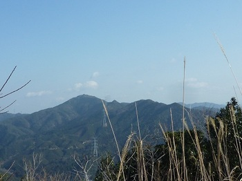 P1070783如意ヶ岳から桂木山および南西尾根.JPG