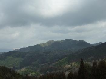 P1080100林道から日の岳.JPG