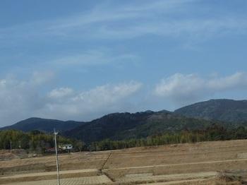 P1080130黒川集落から岡山南峰(右).JPG