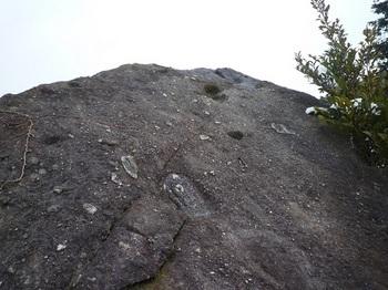 P1080169M-2岩(裏側).JPG