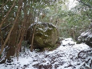 P1080197岩.JPG