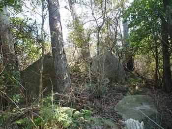 P1080415山頂西側の小岩.JPG