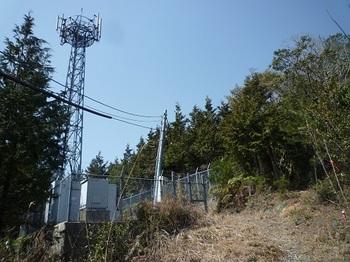P1080680通信施設(逆方向).JPG
