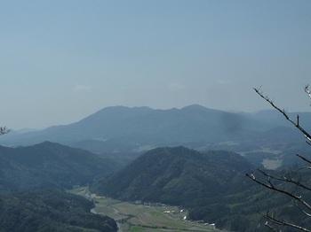 P1090145林道最南端部の展望(華山).JPG