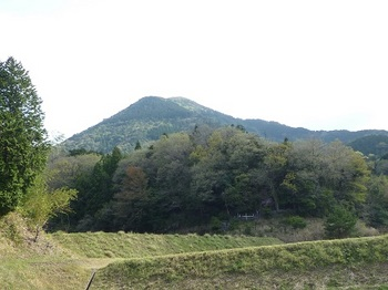 P1090234林道から一位ヶ岳.JPG