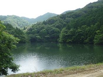 P1100467とっつい池からとっつい山.JPG