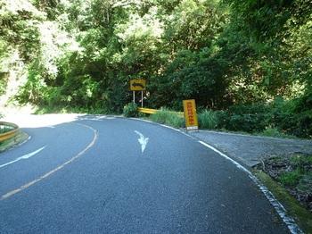P1100631林道忠蔵線入口.JPG