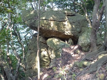 P1100997重ね岩.JPG